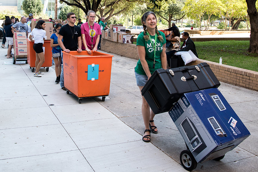 students moving in to residence halls