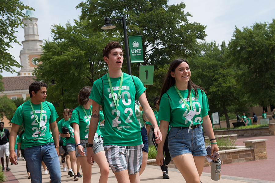 Orientation students walking on campus