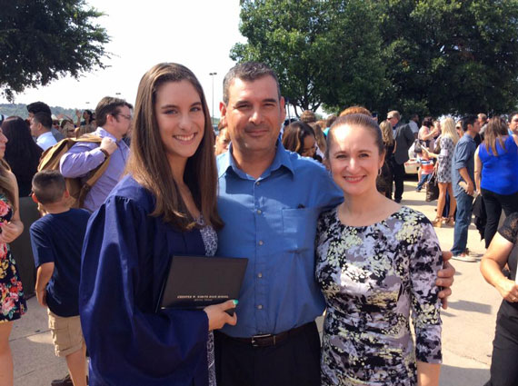 Flor with her parents