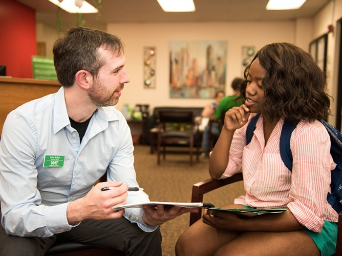 UNT student meeting with an advisor